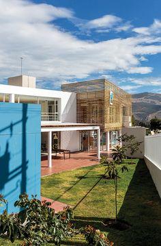 """Centro Cultural """"El Triángulo"""", Quito, Ecuador - Jaramillo Van Sluys Taller de Arquitectura y Urbanismo - foto: Martín Jaramillo/ Sebastián Crespo"""