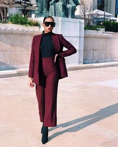 Office | Work | Business | Werk | Kantoor | Outfit | Look | Fashion | Mode | 2020 | Streetstyle Trends | Fashion Week | Suit | Pak | Set | Co Ords | Heels | Hakken | Sunglasses | Zonnebril | Red | Rood | Bordeaux | Black | Zwart | Inspiration | Inspiratie | More On Fashionchick | Meer Op Fashionchick Classy Outfits, Chic Outfits, Fashion Outfits, Geek Chic Fashion, Look Fashion, Business Casual Attire, Mode Streetwear, Blazer Fashion, Elegant Outfit