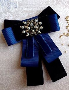 / blue and black bow brooch with pearls / Fabric Bows, Ribbon Bows, Fabric Flowers, Military Decorations, Women Bow Tie, Boutique Bows, Diy Accessories, How To Make Bows, Flower Making