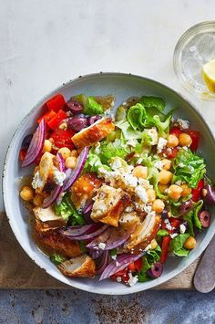 Make lunch in a pinch with this healthy Greek salad recipe, ready in just 10 minutes. It's packed with protein and fiber, to help keep you full for longer. #salads #saladrecipes #healthysalads #saladideas #healthyrecipes