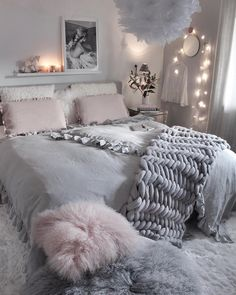 📌 37 awesome teen bedroom designs for budget decorators 37 Teen Room Decor, Room Ideas Bedroom, Classy Bedroom Ideas, Apartment Bedroom Decor, Jugendschlafzimmer Designs, Design Ideas, Teen Bedroom Designs, Bedroom Styles, Aesthetic Room Decor
