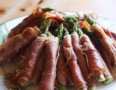 thalesunniva – Tapas - oppskrift: Stekt asparges med spekeskinke Tapas Recipes, Whole Food Recipes, Lchf, Keto, Tapas Party, Food Inspiration, Carrots, Sausage, Food And Drink