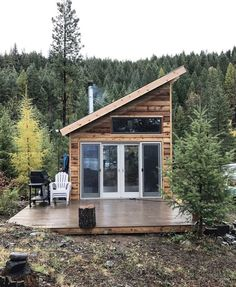 Inexpensive tiny house design ideas 40 house plans in 2019 д Tiny Cabins, Tiny House Cabin, Cabins And Cottages, Tiny House Living, Tiny House Plans, Tiny House Design, Cottage Design, Cabin Design, Cabin Homes