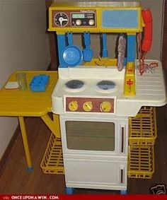 Fisher-Price Mini-Kitchen | The 14 Best Food-Themed Toys Of Your Youth .... Oh, my!!! I had this. It was AWESOME!!!! Now, I've passed it on to a friend's child...