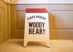 立てかけ看板 ''WOODY BEAR''