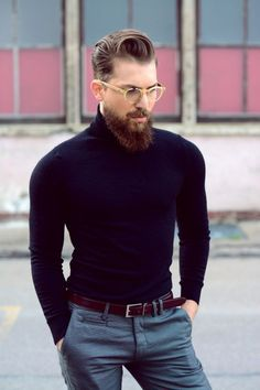 Bearded men with Turtleneck sweater and leather belt. Also Learn 6 cool Ways to Style Your Turtleneck Sweater Turtleneck Outfit, Black Turtleneck, Mens Turtleneck, Mode Masculine, Mens Fashion Sweaters, Men Sweater, Hipster Mode, Stylish Men, Men Casual