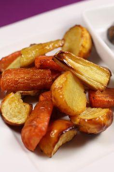 Légumes rôtis au four Oven Vegetables, Roasted Vegetables, Veggie Recipes, Vegetarian Recipes, Healthy Cooking, Cooking Recipes, Confort Food, Oven Roast, Diy Food