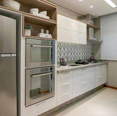 Cozinha com torre de eletros