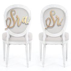 Placa de cadeira dos noivos Sr&Sra, por 2Wed Casamentos.
