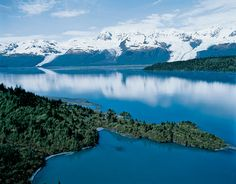 Alaska is absolutely beautiful... would love to visit, in the summer of course.