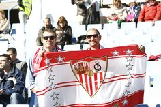 Aficionados sevillistas en La Romareda