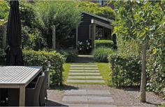 Bestrating naar de veranda door t gazon -pavement trough the grass Back Gardens, Small Gardens, Outdoor Gardens, Garden Paths, Garden Landscaping, Garden Grass, Dream Garden, Home And Garden, Landscape Design