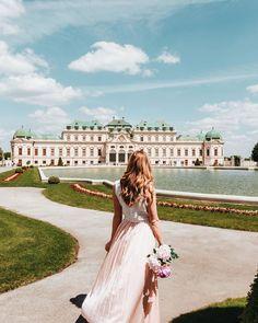 """Iris 🌸 Travel & Lifestyle on Instagram: """"feeling like a princess 👸🏼💕 Wenn ihr mal in Wien seid, solltet ihr euch unbedingt das Schloss Belvedere ansehen. 🤩 Meiner Meinung nach ist…"""" Iris, White Dress, Instagram, Dresses, Fashion, Vestidos, Moda, Fashion Styles, Dress"""