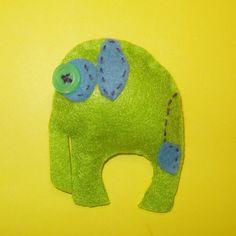 Broche de fieltro hecho a mano, elefante verde