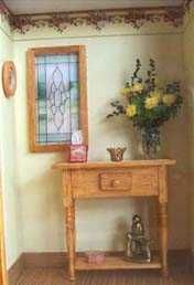 Complete tutorial for a roombox with console table and all the items from flowers to printies needed - French site