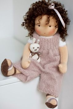 Discover thousands of images about poppenvrienden: mohair weft - Knitted Doll Patterns, Knitted Dolls, Doll Clothes Patterns, Realistic Baby Dolls, Sock Dolls, Sewing Dolls, Doll Tutorial, Waldorf Dolls, Doll Crafts