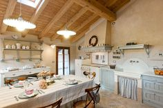 Rustic Italian Home – La Bella Vita Rustic Italian, Italian Home, Interior Design Kitchen, Kitchen Decor, English Kitchens, Wood Architecture, Shabby Chic Decor, Country Kitchen, Vintage Kitchen