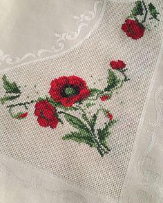 #tbt yi geceden yayınlayan ben... . . . . . #etamin #çarpıişi #kanaviçe #kanava #elyapımı #kişiyeözel #dmc #muline #domino #anchor… Cross Stitch Flowers, Cross Stitching, Paper Cutting, Poppies, Needlework, Diy And Crafts, Projects To Try, Bargello, Embroidery