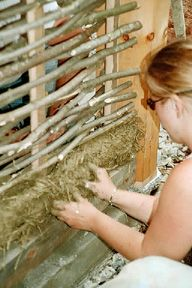 Wattle and Daub - Fox Maple School of Traditional Building (nice books for sale on this site) Cob Building, Concrete Building, Green Building, Fine Homebuilding Magazine, Bunker Home, Wattle And Daub, Embodied Energy, Earth Bag Homes, Mud House