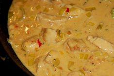 Fick till en såååå god thaigryta häromdan så jag måste bara ge er receptet innan jag glömmer bort hur jag gjorde :-) 4 port: 3 kycklingfiléer, skurna i tunna små skivor 1 röd paprika 1 gul lök 1 pu…