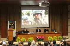Il fenomeno della serialità televisiva nell'età dell'oro della televisione presentato dal professoreAlberto Nahum García, Università di Navarra