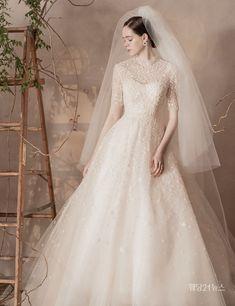 Wedding Dress Trends, Modest Wedding Dresses, Wedding Dress Styles, Bridal Dresses, Wedding Gowns, Princess Of England, Wedding Girl, Wedding Humor, Designer Dresses