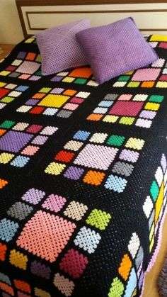Crochet Bedspread, Crochet Quilt, Crochet Blocks, Crochet Squares, Crochet Home, Crochet Granny, Crochet Blanket Patterns, Crochet Motif, Knit Crochet