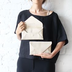 rennes milo wallet in black waxy bullhide leather. All folded edges. Vegetable Tanned Leather, Canvas Leather, Cute Shirts, Leather Craft, Style Guides, Women's Accessories, High Waisted Skirt, Wallet, Pouch