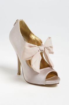 nude high heels with bow http://www.thebridelink.com/blog/2013/05/14/high-heel-wedding-shoes-for-the-bride/