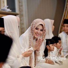 Bridal Hijab Styles, Disney Wedding Dresses, Muslim Brides, Pakistani Wedding Dresses, Muslimah Wedding, Wedding Hijab, Nigerian Weddings, African Weddings, Tie The Knot Wedding