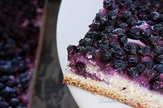 The yeast cake with cheese and blueberries