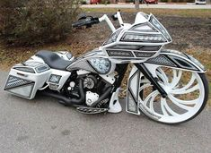 That's some design work!! #harleydavidsonbaggerroadking