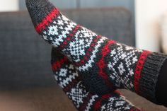 Sweet things: No ne adventtisukat Knitting Socks, Knit Socks, Baby Booties, Mittens, Comfy, Instagram Posts, Pattern, Crafts, Inspiration