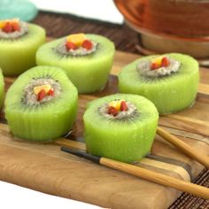 "Kiwi ""Sushi"" - Isn't this a fun idea!? A sweet and healthy way to use kiwi."