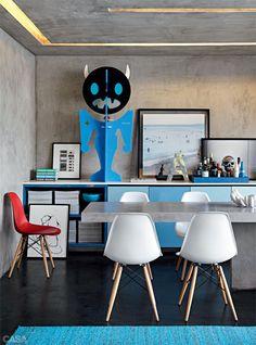 Cozinha ou galeria de arte? Ou as duas coisas? Arte reinando no espaço da cozinha. Mais inspiração pra arte de cozinhar! (AD House - #StudioGuilhermeTorres - Via:Casa Abril #CasaAbri)
