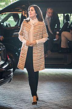 http://www.billedbladet.dk/kongelige/danmark/se-billederne-kronprinsesse-marys-smukke-outfits-fra-japan#billede-111648-6