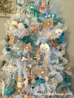 Coastal Christmas Trees at Carons Beach House. Beach Christmas Trees, Coastal Christmas Decor, Nautical Christmas, Tropical Christmas, Christmas Tree Themes, Outdoor Christmas Decorations, Blue Christmas, Christmas Holidays, Creative Christmas Trees