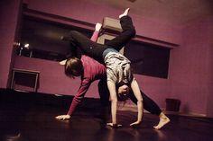 Cum se vede dansul prin cuvinte. Virginia Negru despre Contact Improvisation