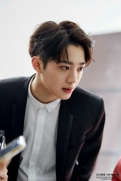 Lai Guan Lin In Wonderland F4 Boys Over Flowers, Rapper, Guan Lin, Lai Guanlin, Chinese Boy, Profile Photo, Asian Actors, My Crush, Handsome Boys