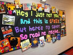 The Teacher with a Ponytail: Library Bulletin Board! Creative Bulletin Boards, Reading Bulletin Boards, Bulletin Board Display, Classroom Bulletin Boards, Preschool Bulletin, School Display Boards, Bulletin Board Ideas For Teachers, Year 3 Classroom Ideas, Jungle Bulletin Boards