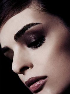 Dark smudgy eyes strong brow #makeup