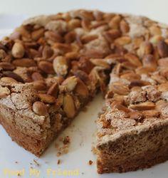 Almond and cinnamon meringue cake (gluten free).