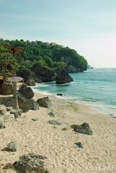 Gorgeous Bingin beach on the Bukit Peninsula, Bali // surfing, yoga and sun - divine! // www.anserai.com