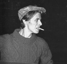 A collection of photos of the great man himself. David Bowie Outside, David Bowie Born, Bowie Starman, Just Deal With It, The Thin White Duke, Ziggy Stardust, Music Mix, David Jones, Playing Guitar