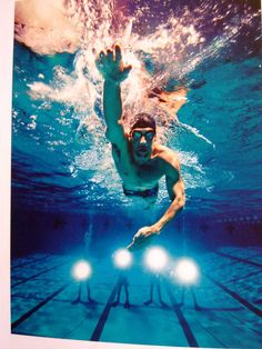 Phelps underwater Swimming World, I Love Swimming, Swimming Diving, Olympic Badminton, Olympic Gymnastics, Swimming Senior Pictures, Swimmer Girl Problems, Competitive Swimming, Michael Phelps