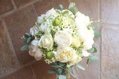 Bouquet de mariée Blanc #mariage #bouquet The Foxtrotter Deco Floral, Wedding Bouquets, Marie, Floral Wreath, Wreaths, Flowers, Inspiration, Beautiful, Recherche Google