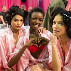 The latest on fashion, beauty, celebrity style, entertainment, teen issues, videos and more from TeenVogue magazine on TeenVogue.com. Fashion starts here.