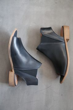 Fits true to size. If in between sizes, size up. - Cement construction - Elasticized dual-side goring - Heel height: 1 inch - Leather upper - Leather-covered, cushioned footbed - Manmade lining - Peep