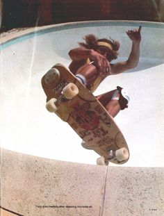 Tony Alva - 1978 #skateboarder #1970's #pools #longboarding #skateboarding