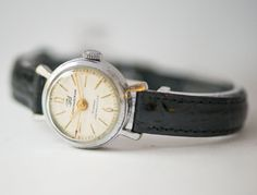 Classic women's wristwatch Zarja/Youth round lady's by SovietEra